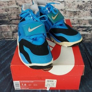 Nike Air Diamond Turf Size 7.5